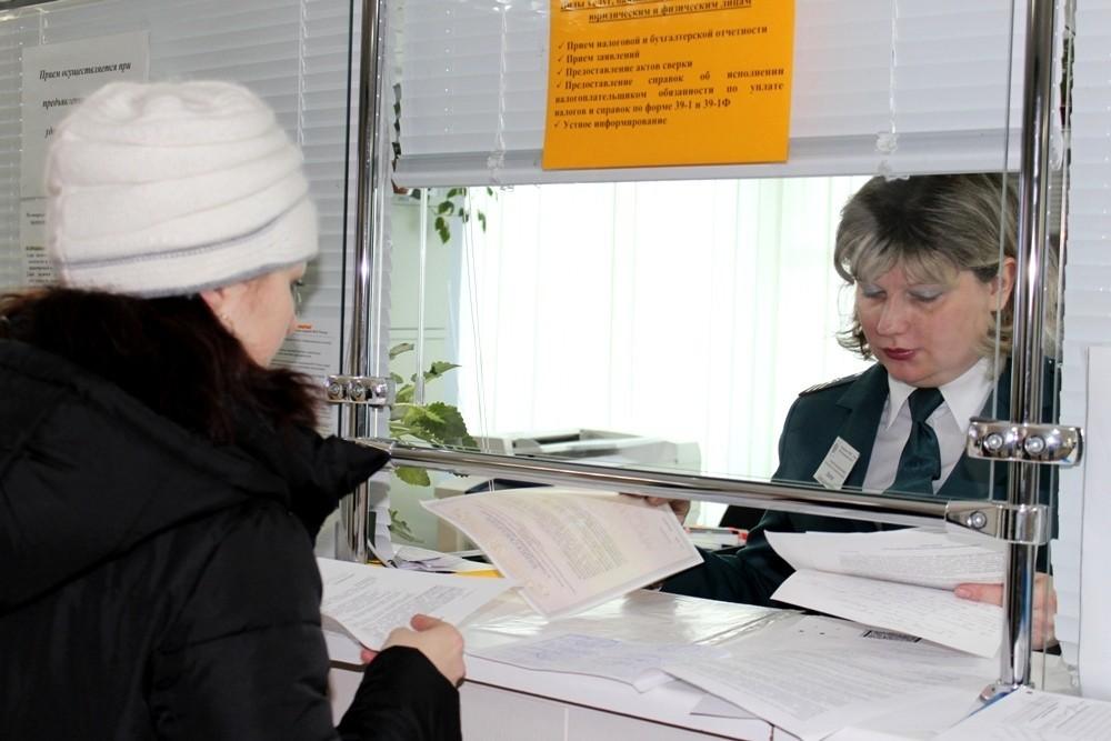 Одной из сложностей является личное посещение ФНС и возможные очереди